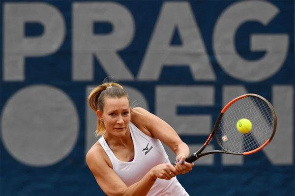Người đẹp Nga Yana Sizikova thường thi đấu ở nội dung đôi nữ. Ảnh: The Sun.